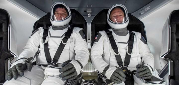 SpaceX bugün ilk kez uzaya astronot gönderecek: Tarihi uçuşu buradan canlı izleyin