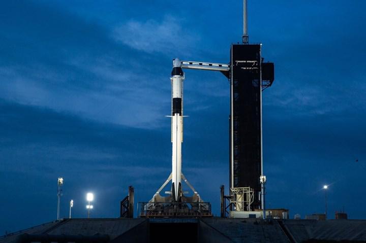 SpaceX ilk kez uzaya astronot fırlattı! Canlı yayın devam ediyor