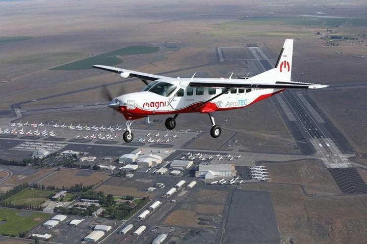 """Elektrik motoruna sahip """"dünyanın en büyük uçağı"""" ilk uçuşunu gerçekleştirdi"""