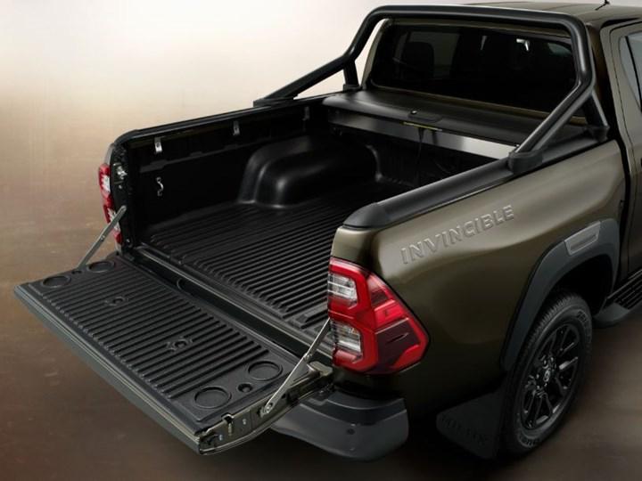 Makyajlı Toyota Hilux ortaya çıktı: İşte tasarımı ve özellikleri