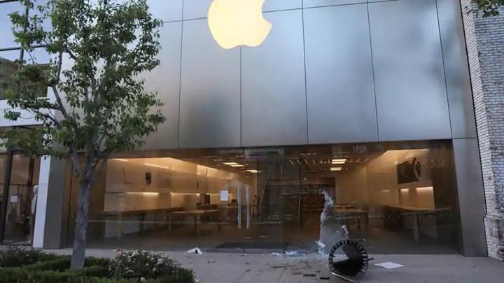 Apple, ABD'deki eylemlerde yağmalanan iPhone'ları devre dışı bıraktı