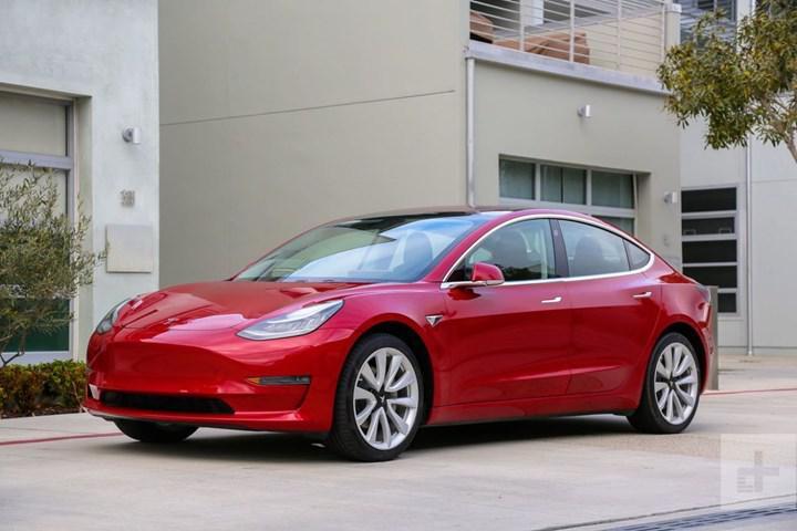 Tesla'nın başı Model 3'teki boya sorunlarıyla dertte