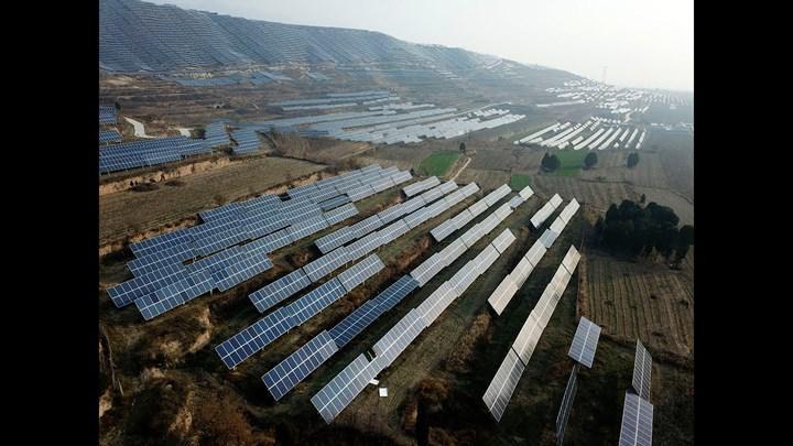 Güneşi takip eden çift taraflı güneş panelleri, %35 oranında daha fazla verimlilik vadediyor