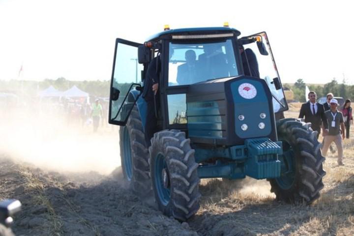 Bakan açıkladı: Elektrikli traktör bu yıl üretilecek