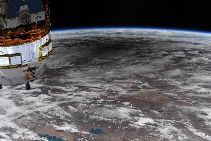 Ay'ın Dünya üzerindeki gölgesi uzaydan görüntülendi: İşte müthiş fotoğraflar