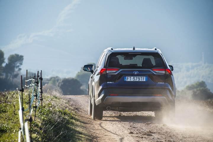 2019 Toyota RAV4 Hybrid Avrupa'da satışa sunuldu: İşte fiyatı ve özellikleri