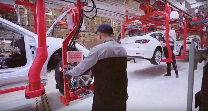 Elon Musk, Asya için yeni bir Tesla fabrikasının sinyallerini verdi
