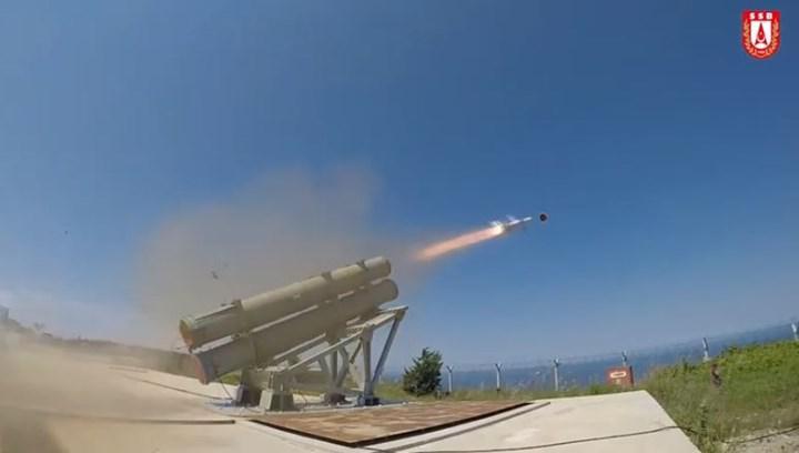 Türkiye'nin Atmaca füzesi, 200 km'den uzak mesafedeki hedefi başarıyla vurdu