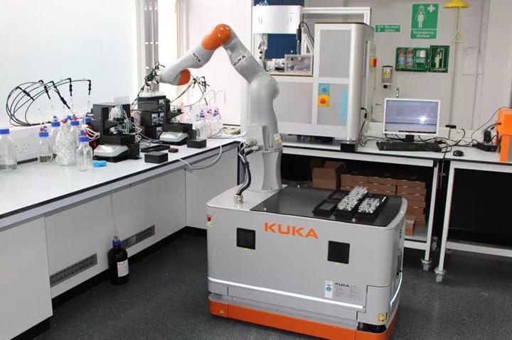 Araştırma yürütmede kimyagerlerden bin kat daha hızlı robotik laboratuvar asistanı geliştirildi!