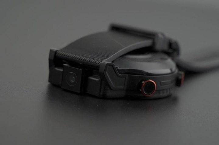 Dönebilen kamera ve Sony IMX214 sensörlü dünyanın ilk akıllı saati geliyor