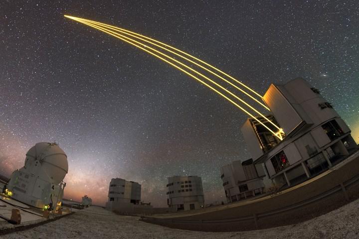 Kendi Güneşlerinin yörüngesinde dönen iki ötegezegen, ilk kez direkt olarak fotoğraflandı