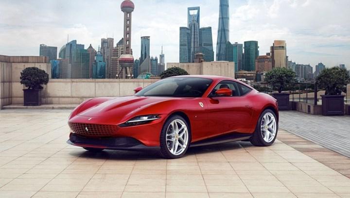 Ferrari Roma, dudak uçuklatan fiyatıyla Türkiye'ye ayak basıyor