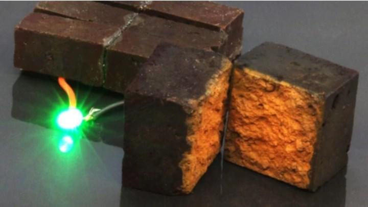 Bilim insanları sıradan kırmızı tuğlaları elektrik depolayan süper kapasitörlere dönüştürdüler