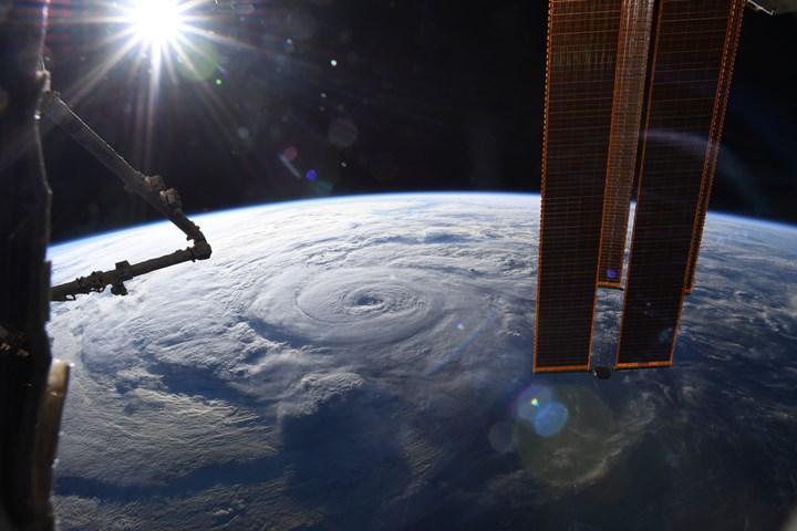 Dev kasırga Genevieve'in uzaydan çekilen müthiş görüntüsü