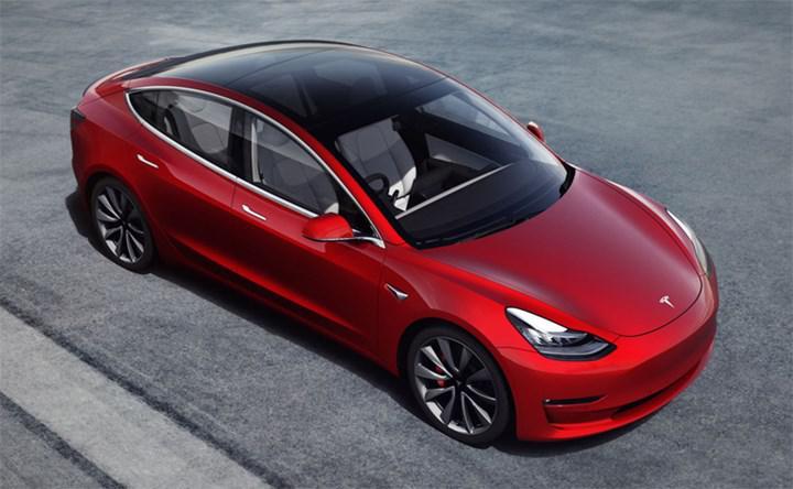 Tesla'nın otopilotu artık hız tabelalarını tanıyabiliyor