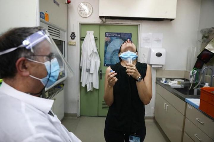 İsrail'de ağız çalkalama suyu formunda bir Kovid-19 testi geliştirildi