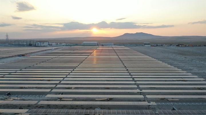 Konya'daki 'dünyanın en büyük' güneş enerjisi santralinde üretim başladı