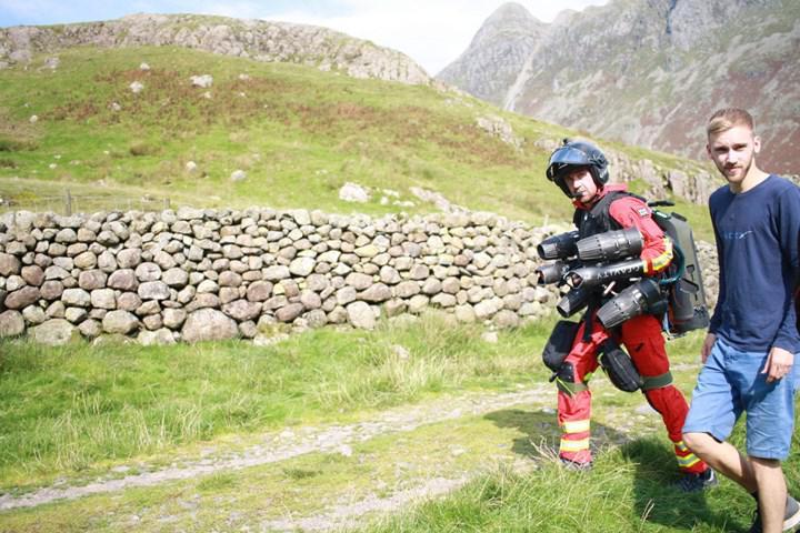 Gravity Industries'in jet kıyafeti, İngiltere'de ambulans hizmetleri çatısı altında test edildi