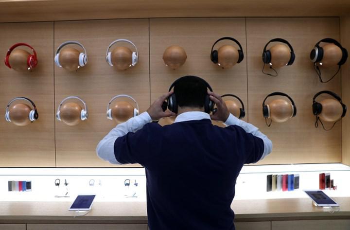 Apple Store mağazalarında üçüncü taraf kulaklıklar kaldırılıyor