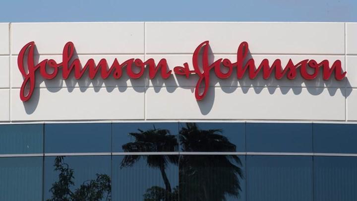 Kovid-19 aşısı geliştiren Johnson & Johnson, bilinmeyen bir hastalık nedeniyle testleri durdurdu