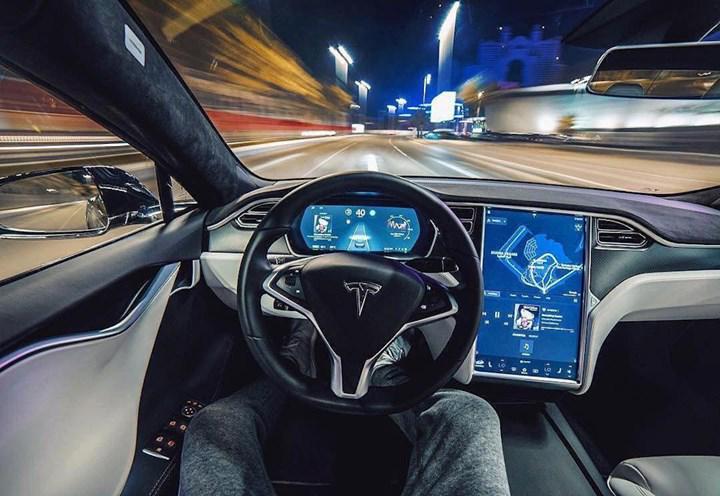 Tesla'nın tam otomatik pilotu, önümüzdeki hafta ilk kullanıcılara sunulacak