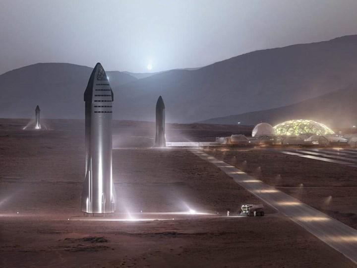 Elon Musk, SpaceX'in ilk Mars yolculuğu için tarih verdi