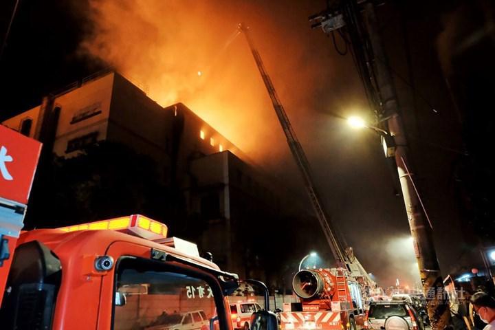 Apple'ın en önemli tedarikçilerinden birinin fabrikası yandı: iPhone 12 üretimi aksayabilir