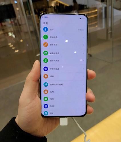 Oppo'nun ekran altı kameralı telefonu görüntülendi
