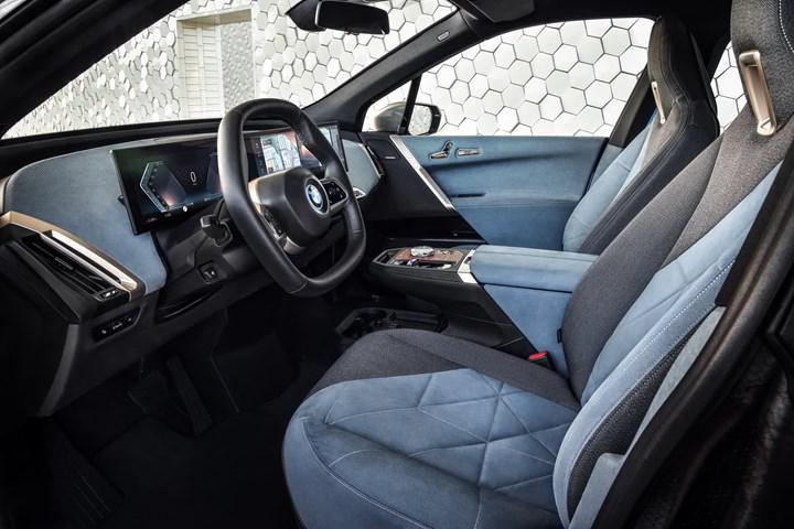 BMW, yeni elektrikli SUV modeli iX'i tanıttı