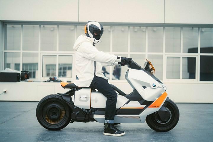 BMW Motorrad, tasarımıyla dikkat çeken elektrikli motosikleti Definition CE 04'ü gösterdi