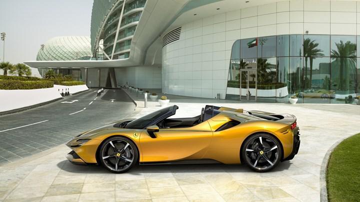 Ferrari SF90 Stradale'in üstü açılabilir versiyonu karşınızda: SF90 Spider
