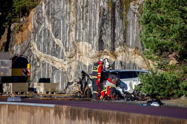 Volvo hayat kurtarmaya yardımcı olmak için yeni otomobillerini 30 metreden aşağıya attı