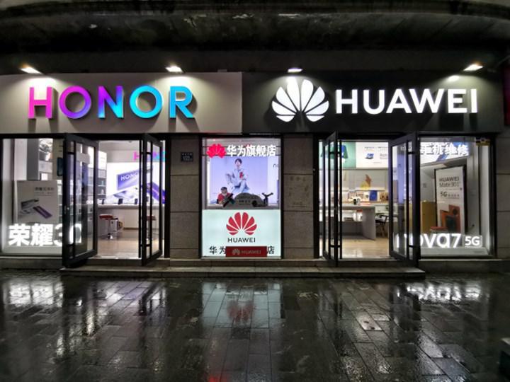 Huawei, hayatta kalmasını sağlamak için Honor markasını sattı