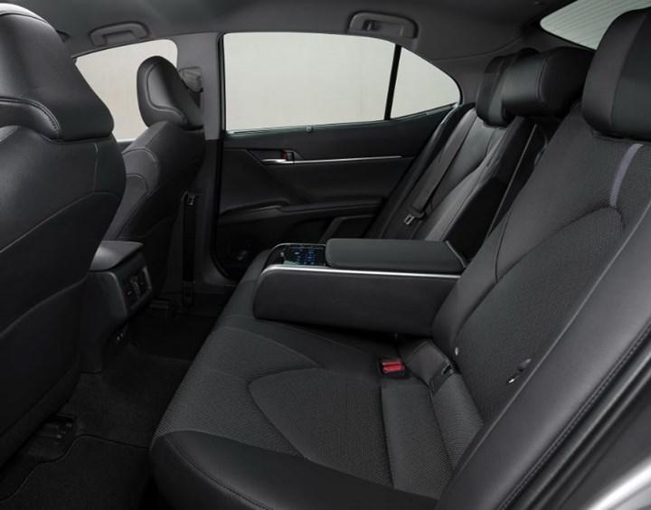 Toyota Camry Hybrid makyajlandı