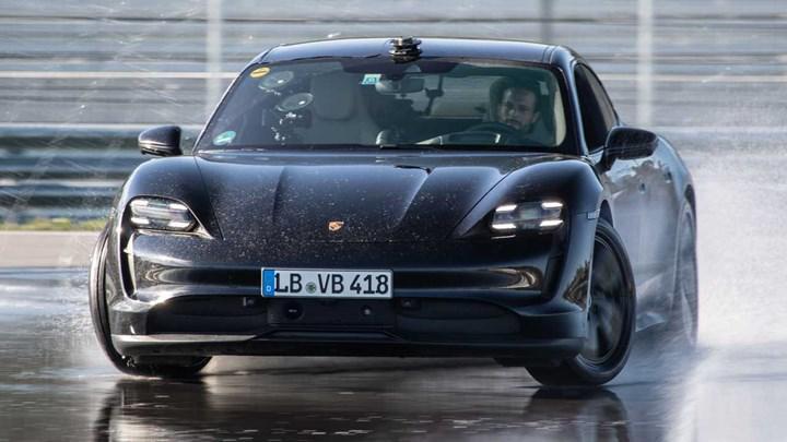 Porsche Taycan, 42 km boyunca drift atan ilk elektrikli otomobil oldu