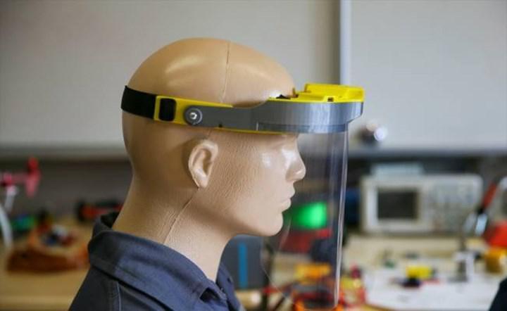 Meslek lisesi öğretmenleri Bluetooth'lu siperlik tasarladı