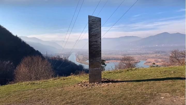 Utah'ta bulunan gizemli monolitin ardından şimdi de Romanya'da başka bir monolit bulundu