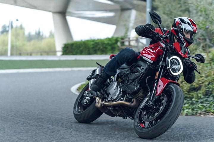 2021 Ducati Monster tanıtıldı: Daha güçlü, daha hafif