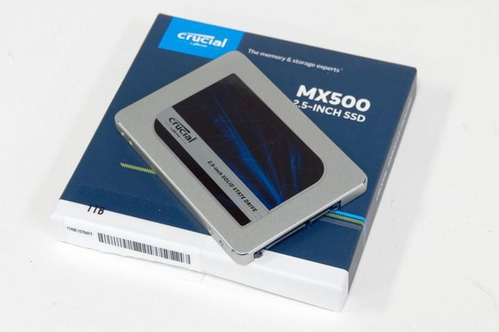 ADATA'nın giderek yavaşlayan SSD'si: Aynı isim altında tamamen farklı/yavaş kontrolcü ve NAND Flash
