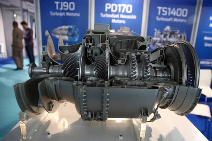 TEI, ilk milli helikopter motoru TS1400'ün prototipini teslim etti