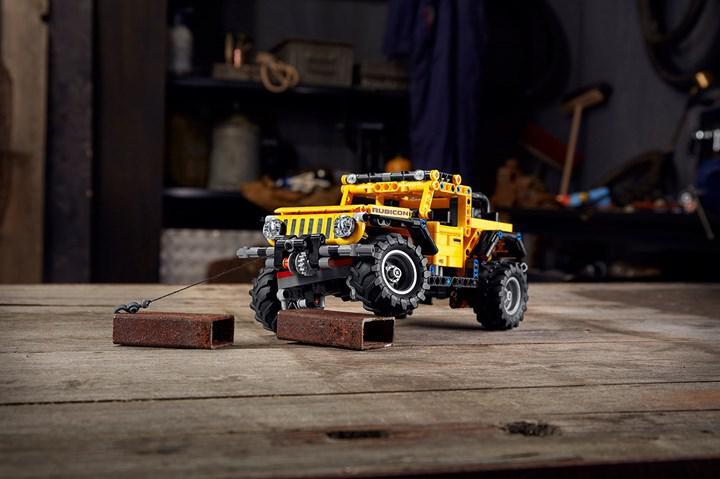 LEGO setlerine ilk kez bir Jeep SUV katılıyor