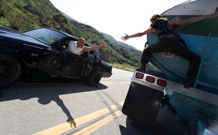 Hızlı ve Öfkeli tarzında PS5 hırsızlığı: Hareket halindeki kamyondan çaldılar