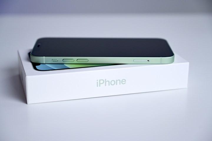 iPhone 13 kutusundan Lightning kablosu ve SIM kart iğnesi çıkmayabilir