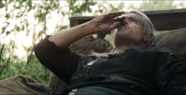Henry Cavill, The Witcher'ın 2. sezon çekimlerinde sakatlandı