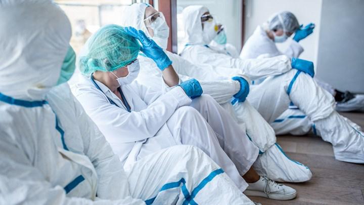 Yapılan çalışmalara göre pandemi sürecinde görev alan hemşireler uykusuzluk ve tükenmişlik belirtileri gösteriyor