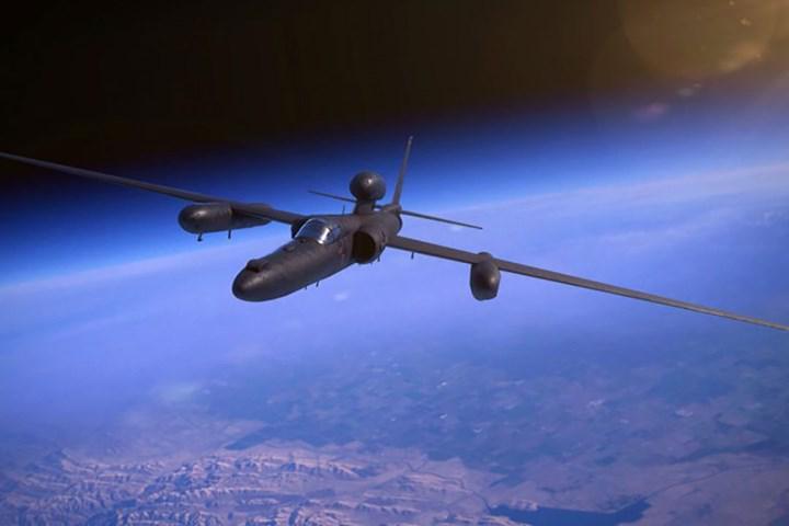 Yapay zekâ, ilk kez bir askeri uçakta yardımcı pilotluk görevini üstlendi