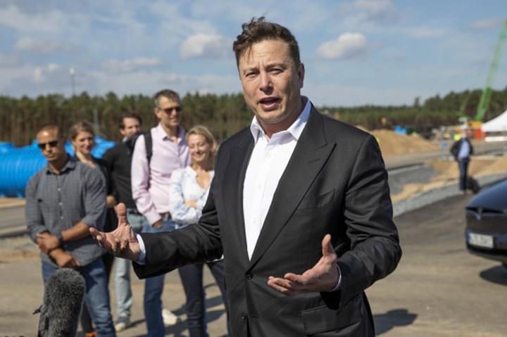 Elon Musk bir dönem Tesla'yı Apple'a teklif etmiş