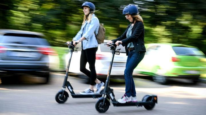 Elektrikli scooter kullanımına yaş sınırı getiren düzenleme Meclis'te kabul edildi