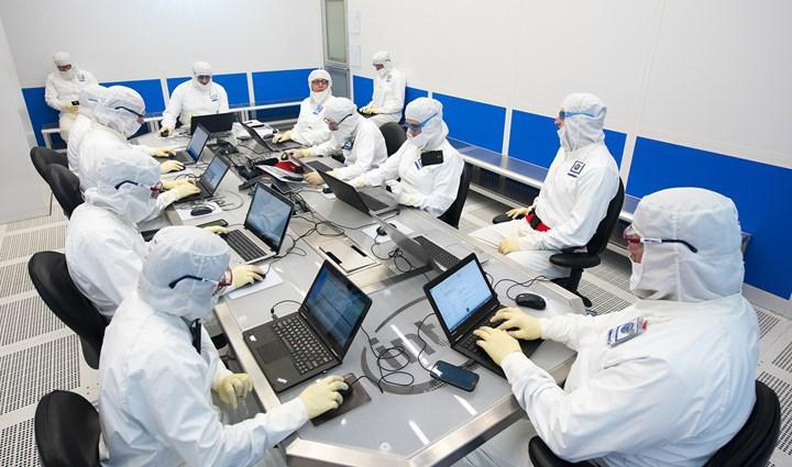 Yatırımcılar Intel'in stok sıkıntısına çözüm bulmasını istiyor