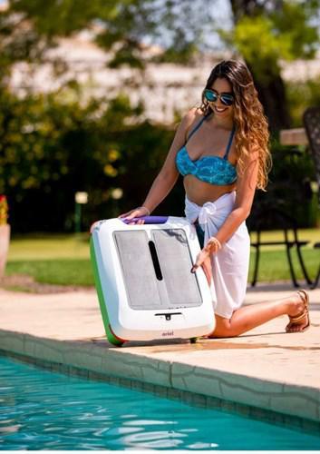 Havuzlardaki yabancı cisimleri toplayabilen robot geliştirildi